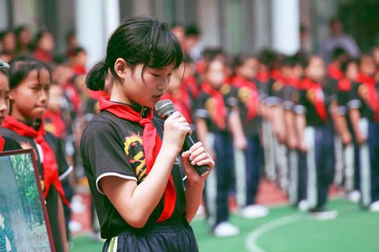 pupils-school-children-red-scarf-159671.jpeg